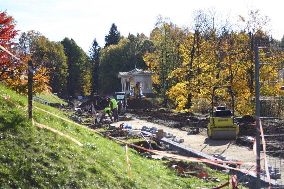 Rekonstrukce promenády v jesenických lázních.