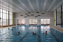 Po půlroční rozsáhlé rekonstrukci přivítal bazén v Mohelnici první plavce.