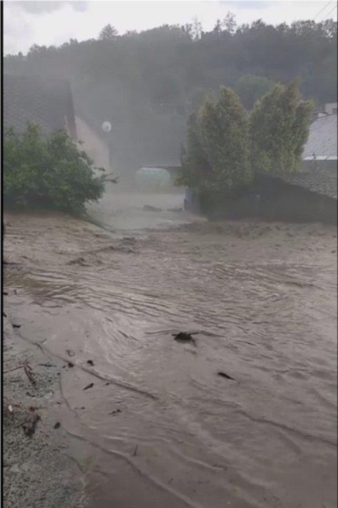 Následky průtrže mračen ve čtvrtek 13. června v Brníčku.