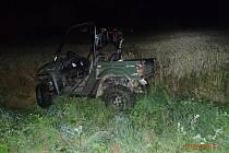 Opilý řidič převrátil v noci na neděli 7. srpna mezi Maletínem a Svojanovem čtyřkolku se čtyřmi lidmi.