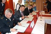 Krajští hasiči podepsali v úterý v Jeseníku smlouvu o spolupráci s polskými kolegy.