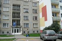 Tento vchod na Tyršově ulici s jedenácti byty prodává město nájemníkům za 4.002.000 korun