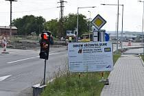 Výstavba okružní křižovatky u hřbitova v Mohelnici 13. srpna 2021.