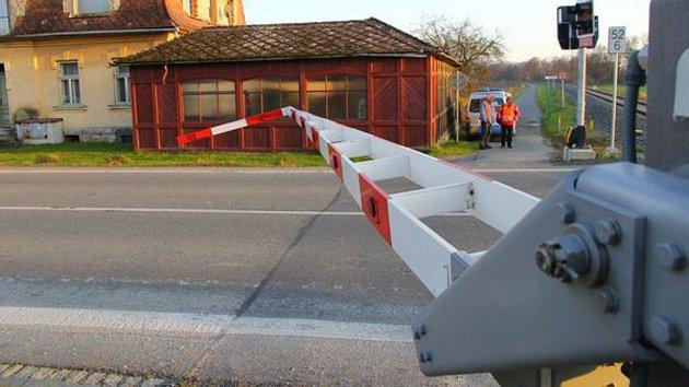 Přejezd v Bludově, u kterého řidič přerazil závoru