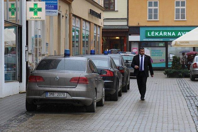Pracovníci Hradu byli kvidění ve středu kolem poledne vrestauraci Opera, příští týden možná Operu navštíví prezident Miloš Zeman.