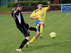 Fotbalisté Šumperku (žluto-modrá) proti Kozlovicím