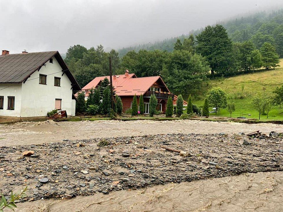 Hasiči evidují celkově přes 30 výjezdů především v Bělé pod Pradědem a Jeseníku.