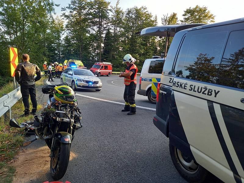 Zásah Horské služby Jeseníky u havarovaného motorkáře na Červenohorském sedle.