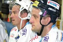 Radek Kučera (vpravo, vedle něj je reprezentant Petr Čajánek), je nejlepším bodovačem Draků v historii