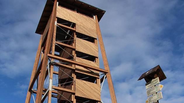 Nová rozhledna Bukovka na Předním Bukovém kopci nad Rapotínem
