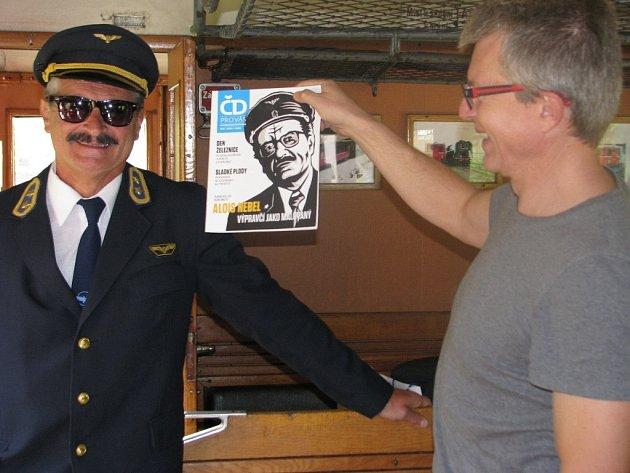 Sám Alois Nebel vítal cestující v historickém vlaku, který v sobotu křižoval trať mezi stanicemi Lipová-lázně, Ostružná a Branná. V Horní Lipové se pak odehrála první bohoslužba v rozestavěném  pravoslavném kostelíku.