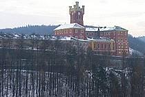 Mírovský hrad působí zvenku romanticky, uvnitř je ale jedna z nejtěžších českých věznic