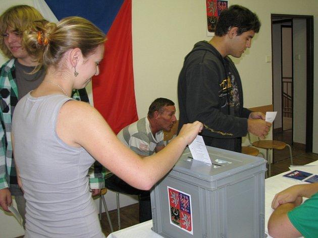 Snímek ze studenstských voleb v Hranicích.