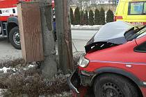 Řidička, která v neděli 12. února narazila v Klopině do sloupu elektrického vedení, zranila sebe i čtyři děti, jež převážela