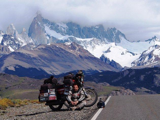 Pavel Suchý se svou motorkou na cestě kolem světa.