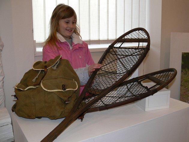 Součástí výstavy je řada sbírkových předmětů připomínajících dobu, v níž Welzl žil.
