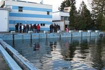 Zavřený venkovní bazén v Zábřehu před rekonstrukcí