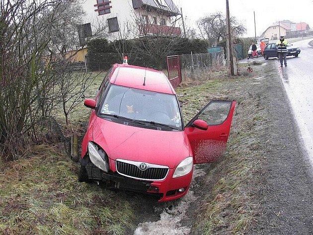 Škoda Roomster havarovala v Lesnické ulici v Zábřehu