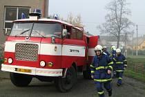 Dobrovolní hasiči ze Staré Červené Vody přijeli k požáru do sedmi minut. O tom, že jde o cvičení, neměli ani ponětí.