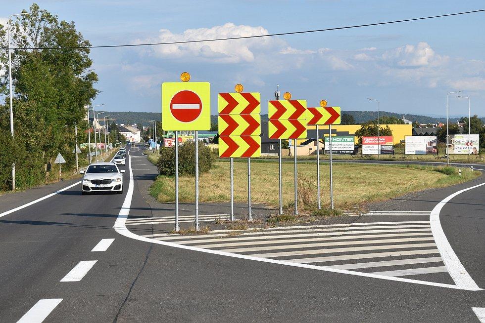 Okraj Mohelnice - v těchto místech protne budoucí dálnice D35 trasu dnešní silnice první třídy.
