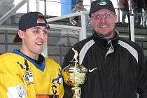 Petr Rutar s kapitánem nejlepšího týmu juniorské 1. ligy  Radkem Fischerem.