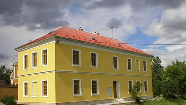 V bývalé škole v Moravičanech vznikly čtyři nové dvoupokojové byty.