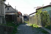 Malá strana stále připomíná vesnici.