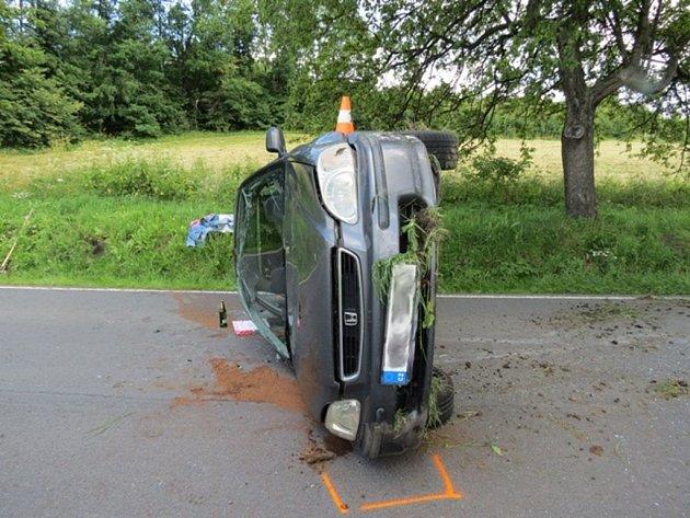Mladý řidič havaroval poblíž Vápenné.
