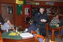Během akce Bezpečná lokalita se policisté soustředili i na kontrolu nalévání alkoholu mladistvým v restauracích na Šumpersku.