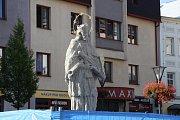 Socha svatého Jana Nepomuckého na Masarykově náměstí v Jeseníku bude odhalena v neděli 17. září.