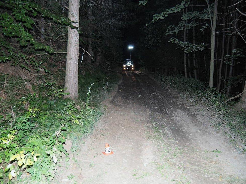 Havárie motorkáře v lese u Rejchartic.