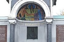 Karl Chiari (1849 – 1912), ŠumperkPrůmyslník a politik žijící v Šumperku. Řídil zde textilní továrnu rodu Oberleithnerů. Patřil mu i hanušovický pivovar. Hrobka jeho rodu na šumperském hřbitově vyniká zachovalou mozaikou v kopuli.