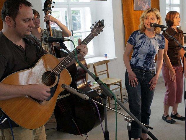 Na přehlídce Šumperské pomněnky vystoupí také zábřežská kapela Madalen