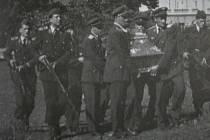 Z pohřbu Herberta Kose.