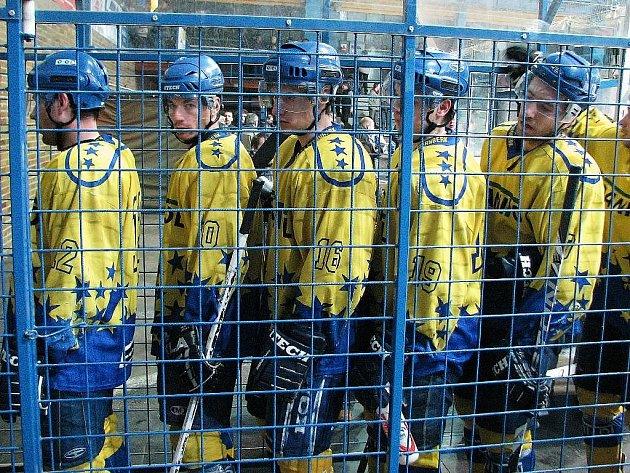 Poněkud výstižné foto: hokejisté Šternberku jako v pasti