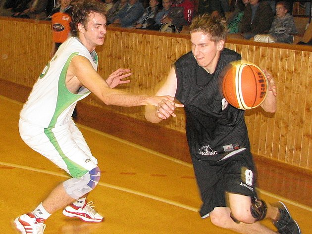 Ondřej Šich (vlevo) má zraněné rameno.