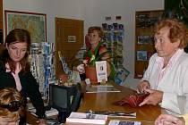 V šumperském informačním centru je také možné zakoupit vstupenky na různé kulturní akce.