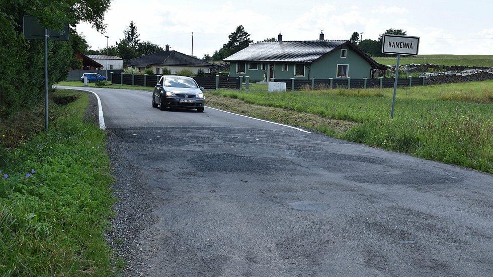 Výstavbu kanalizace v Kamenné završuje rekonstrukce silnic a chodníků.