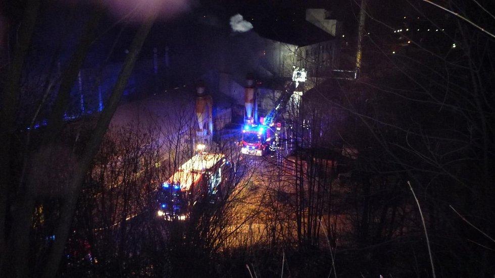 Požár ve strojírenském závodu v Loučné nad Desnou.