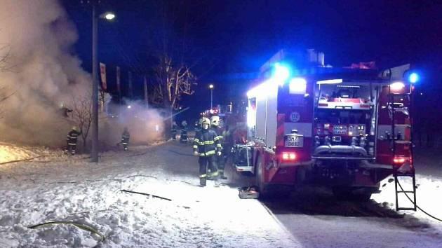 Požár dílny pod lyžařským vlekem ve Stříbrnicích.