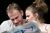 Poslední den v roce se otevře Divadlo Šumperk, které láká diváky na poslední derniérové představení 1 + 1 = 3 (Jeden a jedna jsou tři).