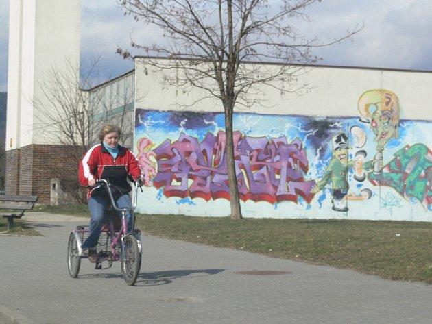 Legální malba. Grafitti na kotelně ve Finské ulici v Šumperku vzniklo se souhlasem města.