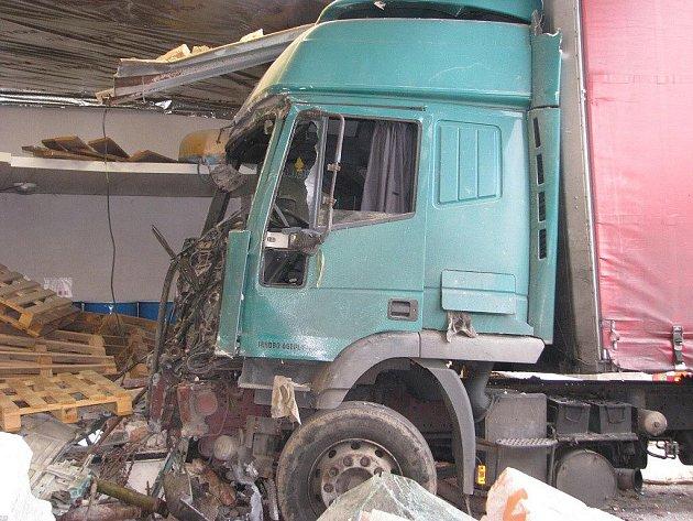 Nehoda kamionu u Mohenice