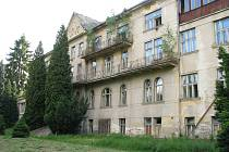 Aktuální stav Sanatorky. Co na fotkách nemůže být zřetelné, je neuvěřitelný zápach uvnitř budovy