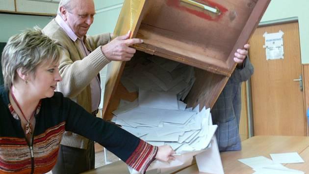 Šumperk: otevření volební urny
