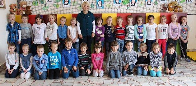 První třída Základní školy Loštice střídní učitelkou Helenou Tichou