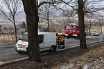 Při dvou nehodách na silnici I/11 u Písařova na Šumpersku se zranilo velké množství lidí.  Auta se srazila v místech dvou skvrn na silnicích.