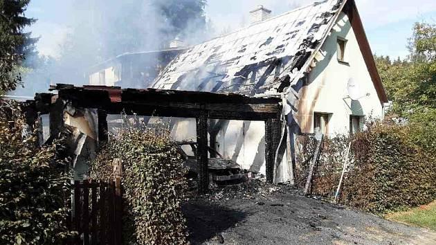 Požár rodinného domu v Bušíně na Šumpersku. 12. září 2021