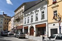 Bývalý dům dětí (uprostřed) na náměstí Míru v Šumperku.