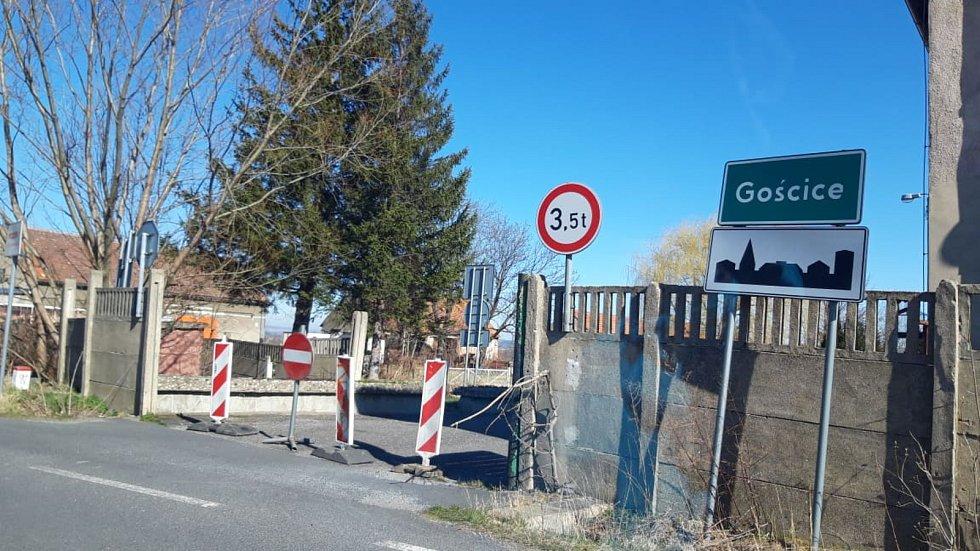 Hraniční přechod v Horních Hošticích v neděli 15. března dopoledne.